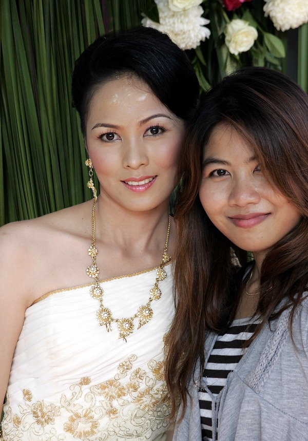 Thai traditional wedding photographer