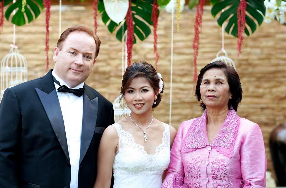 bride and groom traditional wedding photographer