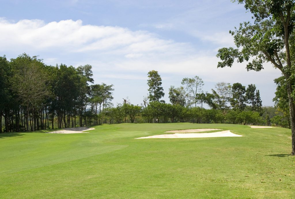 blue canyon country club phuket thailand hole 4 greenside