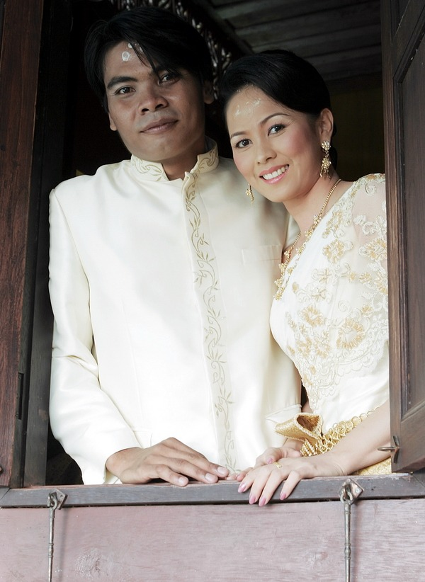 engagement thailand traditional wedding
